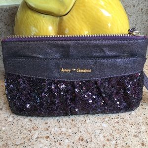 ❤️🌸 New Juicy Couture Clutch beautiful sequins